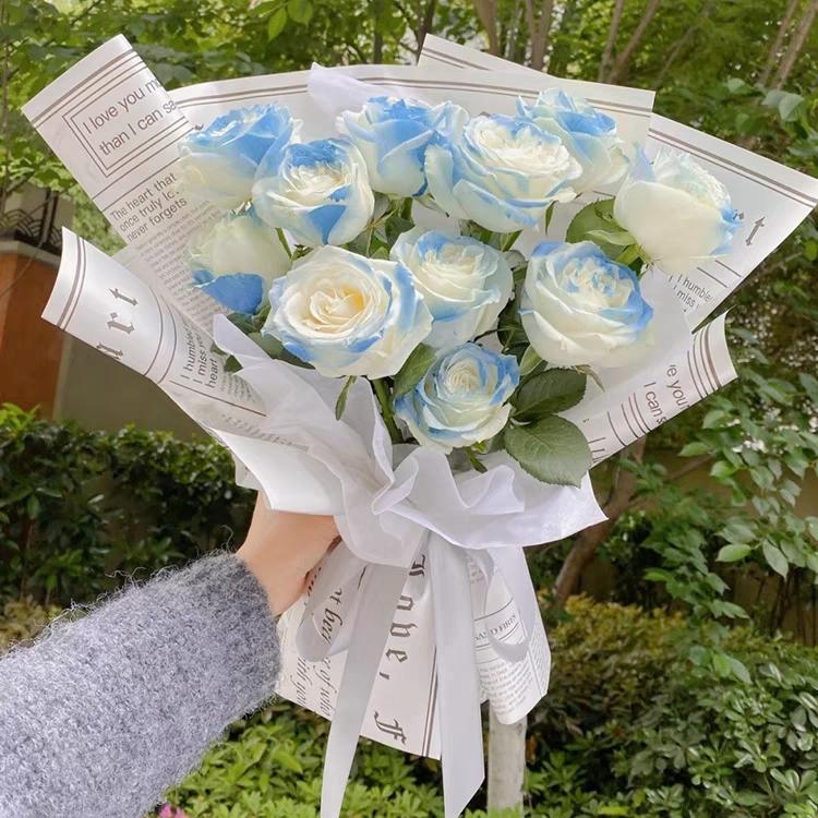 时尚女神-11朵碎冰蓝玫瑰精美花束包装