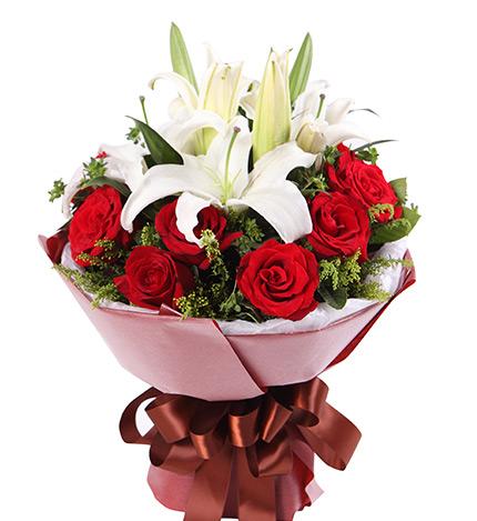 缘份----11枝红玫瑰+5朵白色香水百合如图包装