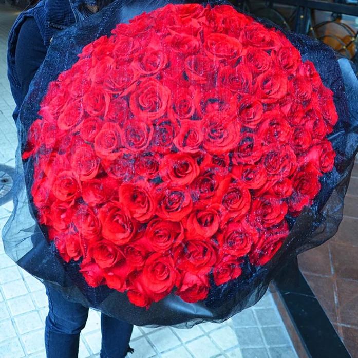 我心永恒——99朵红色玫瑰花黑纱包装