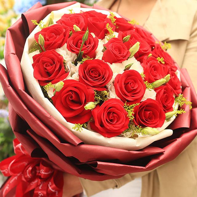 给你幸福——19枝红玫瑰,桔梗、黄莺穿插点缀