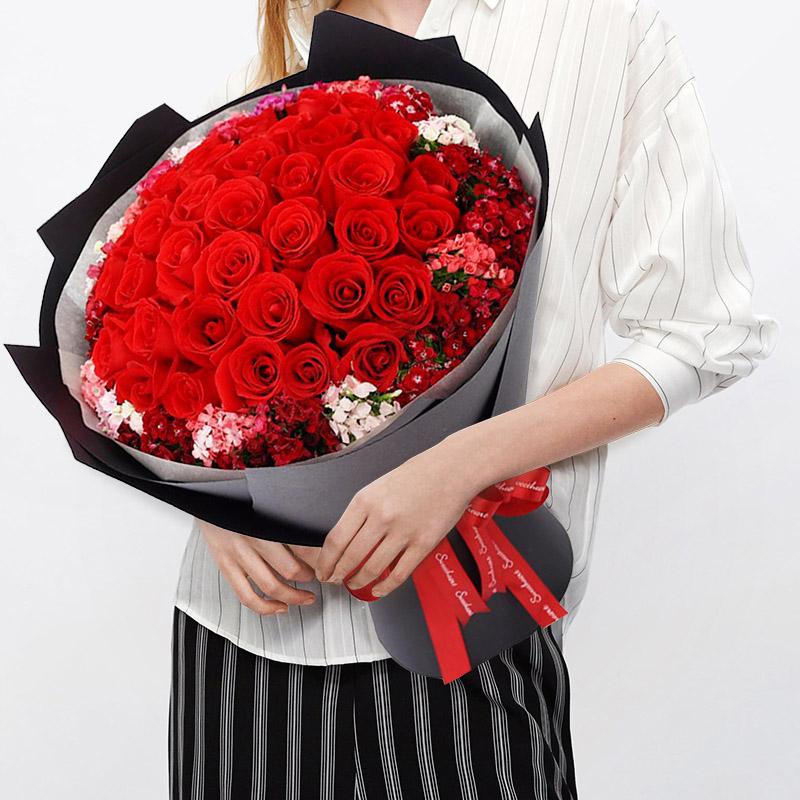 至死不渝-33枝红玫瑰韩式花束