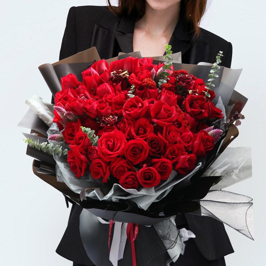 细水长流-66枝红玫瑰韩式花束