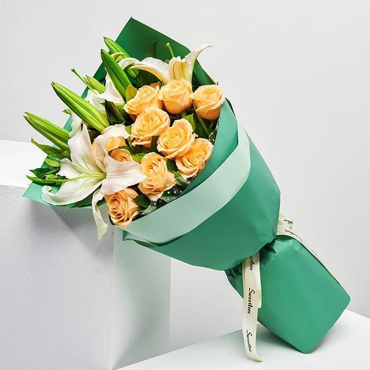 初心不改——6朵百合花加9朵香槟玫瑰