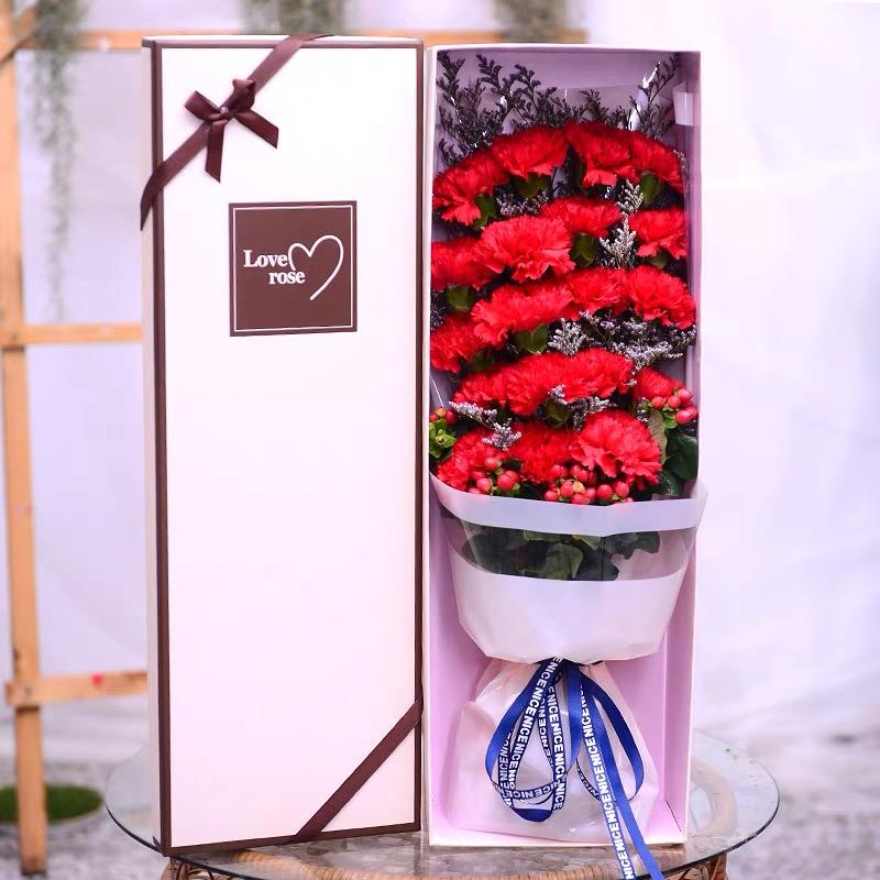 感恩密码-18朵红色康乃馨配精美礼盒