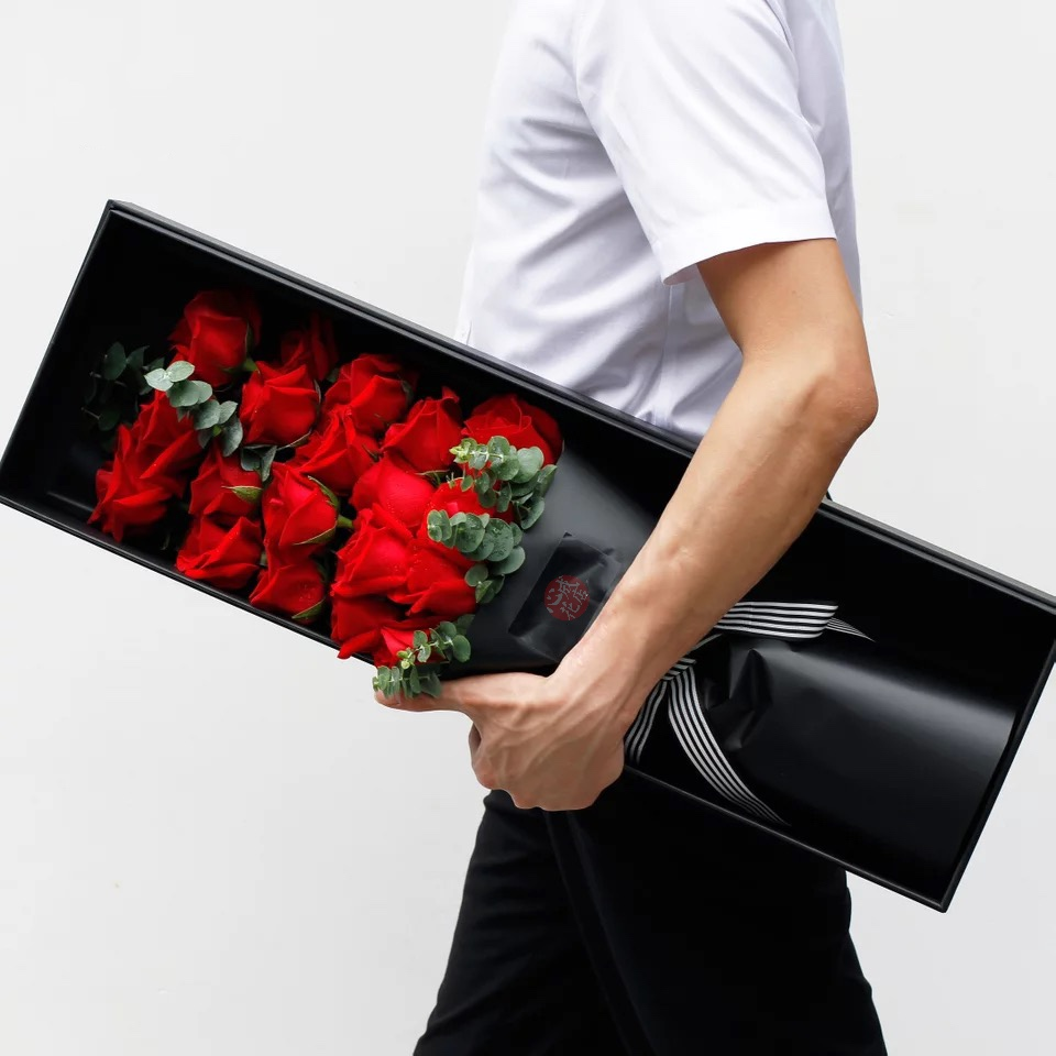 爱情证书-19朵红色玫瑰花精美礼盒盛放
