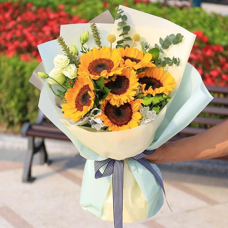 我们的爱——6朵向日葵精美包装,蝴蝶结扎束