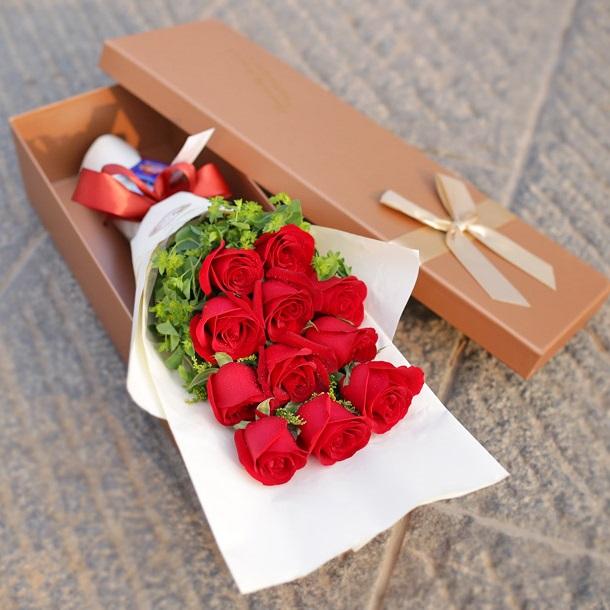 追寻爱情——11朵红玫瑰精美礼盒盛放