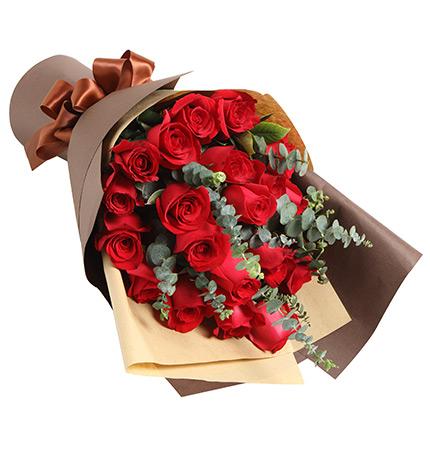 巴黎恋人——红玫瑰19枝配尤加利如图精美包装